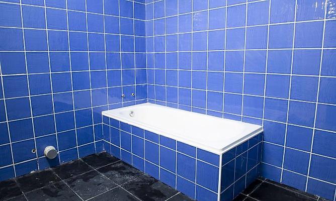 como alicatar un baño