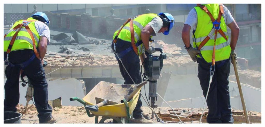 usos de un martillo percutor en obras y reformas